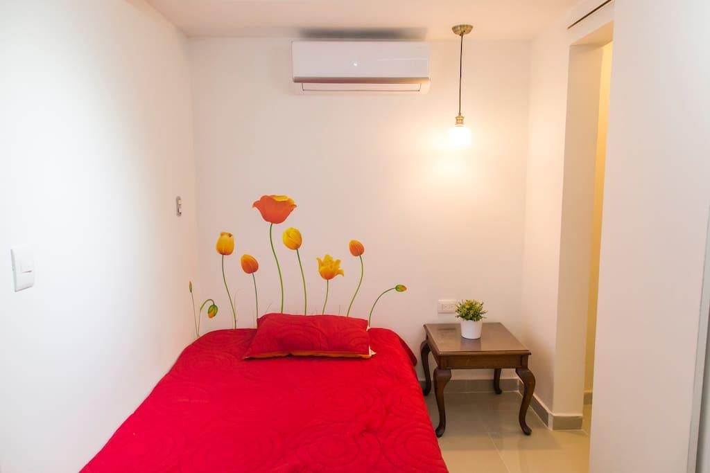 Habitación confortable con cama para 2 personas, Dotadas con toallas , sabanas.