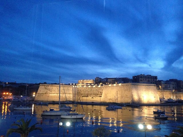 Traditional Maltese Apartment w/Bastion &Sea Views