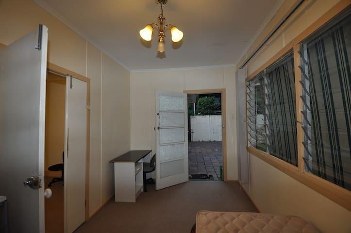 20 Oxford Tce - Taringa - Дом