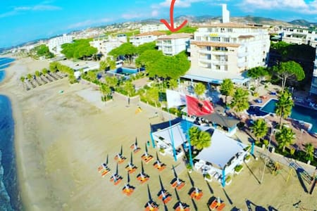 Beachfront LOFT 180° Seaview+Pool - Tirana - 公寓