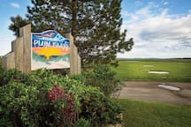 Welcome to Plum Island - a lively beach community only a few minutes drive away from Newburyport city, and public transportation links to Boston.