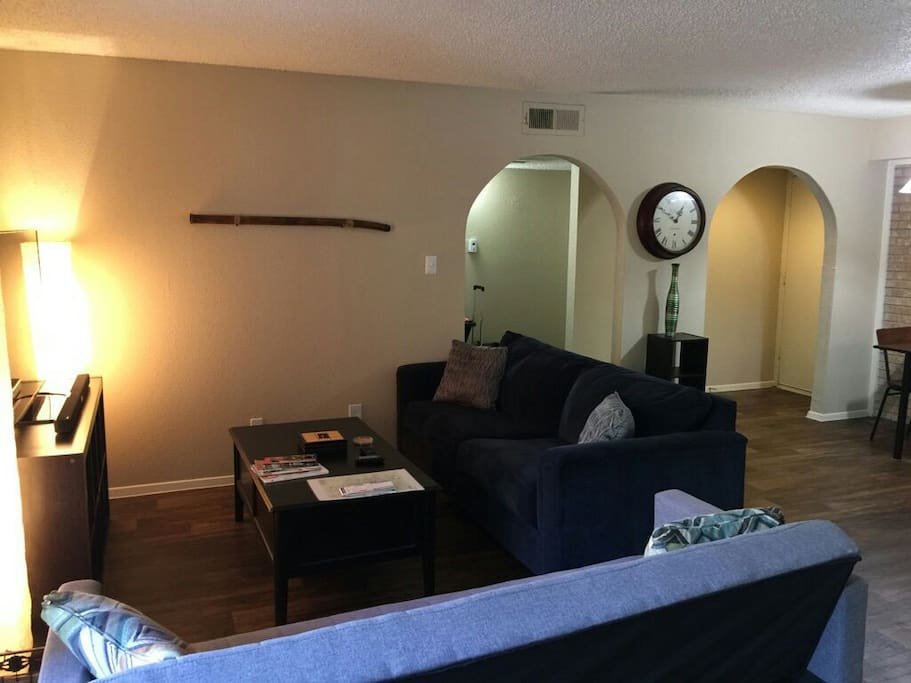 Downtown Large 1 Bedroom Apt Up To 4 Guest Apartments