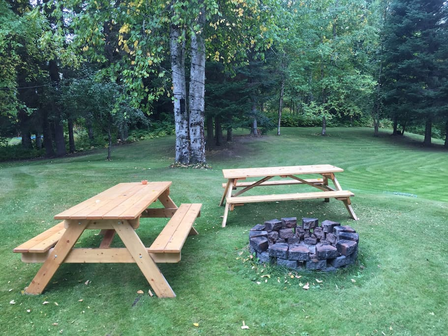 Fire pit and picnic area.