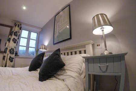 Charming double room in Cotswolds - Stratton - House