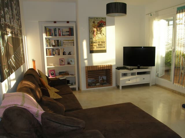 Modern 3-bed house near town, beach & port - Manilva