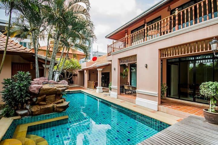 villa 10 bedrooms near walking st stay 30 p.