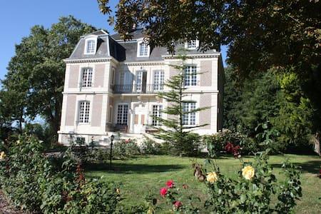 Le Castelet - Ensemble des Chambres - Avesnes-en-Bray - Şato