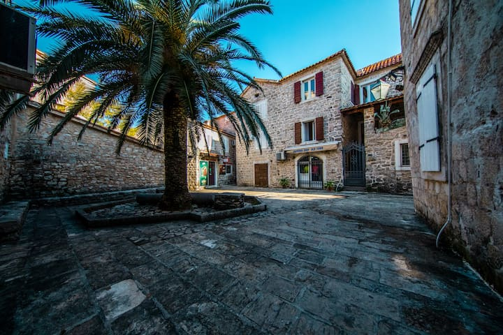 Lovely and Cozy Home in the Old Town Budva