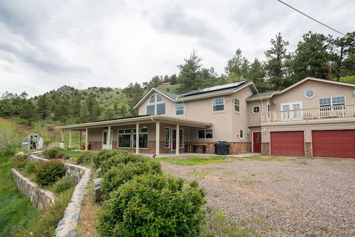 4 MI FROM RED ROCKS - 2 Private Bedrooms & Balcony
