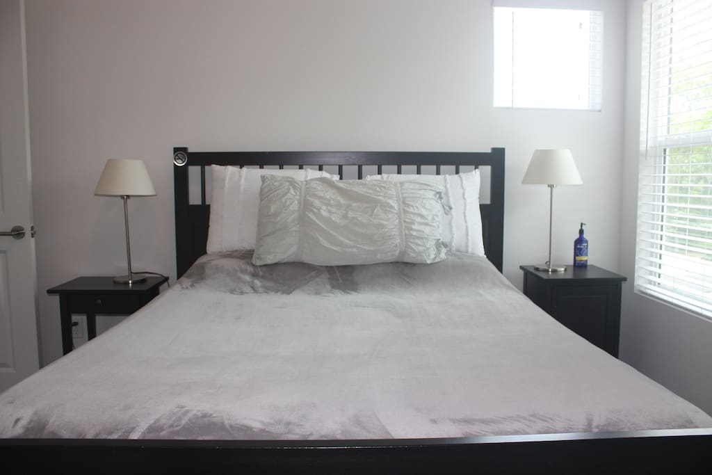 Very comfortable queen size bed with all new bedding!