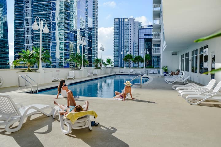 **3 Bedroom Penthouse - Heart of BRICKELL w POOL**