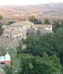 Μονοκατοικία εξαιρετικής θέας - Karousades