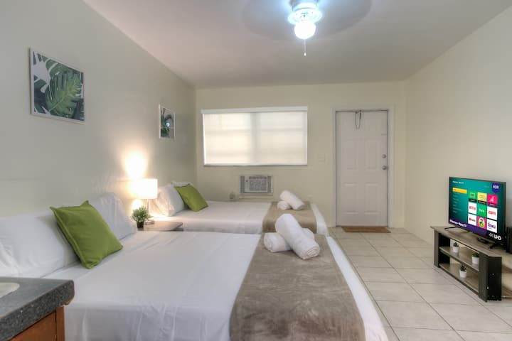 Fabulous studio 2 miles from the beach