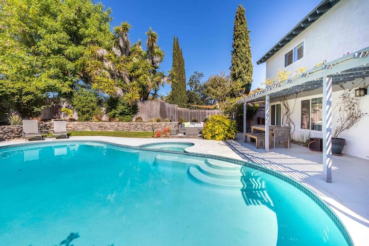 Family Villa Sleeps 9 | AC Pool Spa Snooker BBQ TV