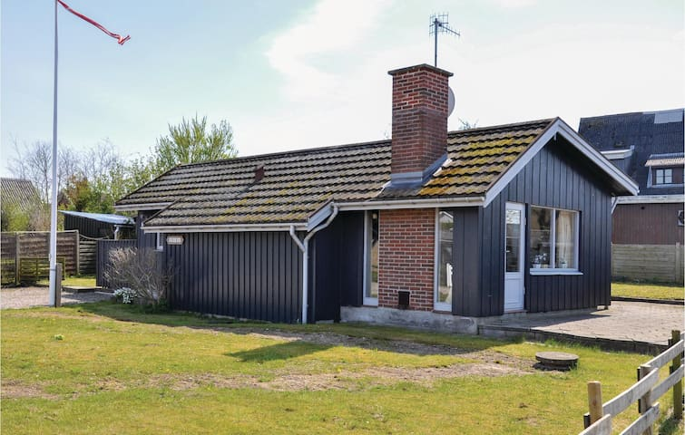 Holiday cottage with 3 bedrooms on 71 m² in Broager