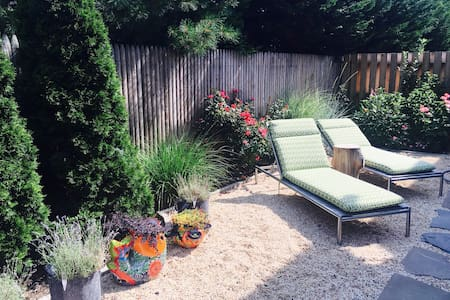 Stylish, close to beach and town - outdoor shower! - Greenport - Haus