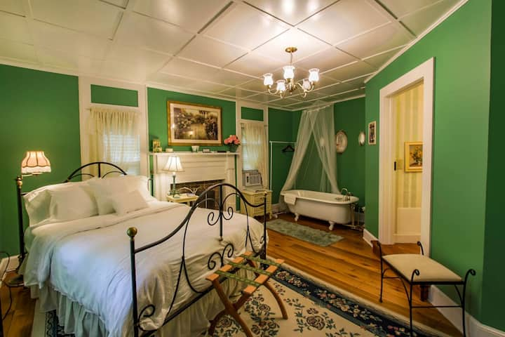 Buffalo Tavern Bed and Breakfast-Juliette Room