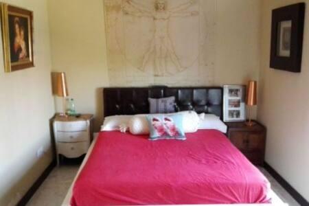 Habitación suite vacacional en el Aljarafe - Bormujos - House