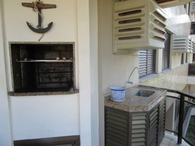 Sacada com Churrasqueira / Balcony with BBQ Grill