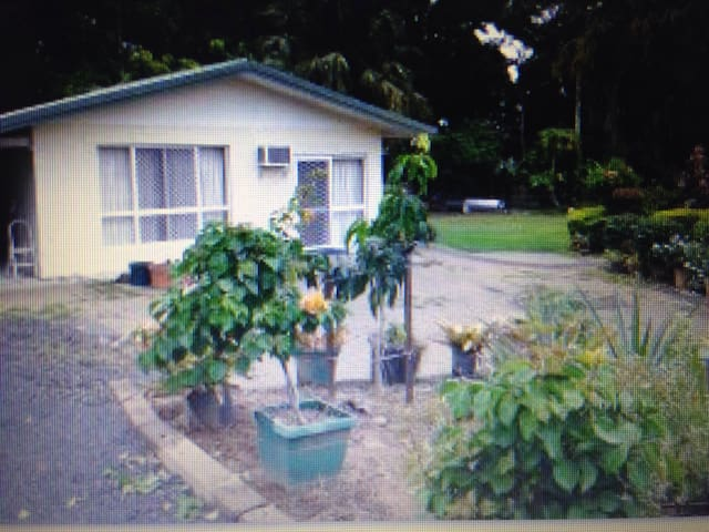 Charming place in Gordonvale Cairns - Gordonvale - Penzion (B&B)