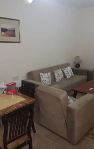 One vacant room at ezdan 31 - Al Wukair - Apartamento