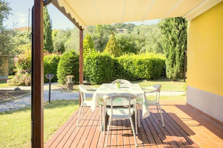 Casa vacanze di charme a Bolano con piscina in comune