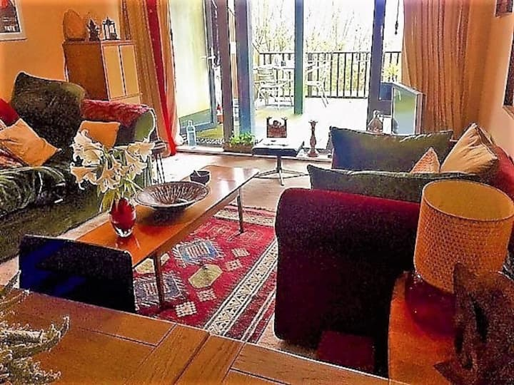 Whitchurch apartment: 1 min's walk to river