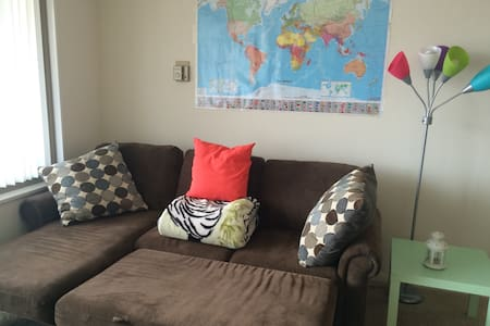 Clean Modern Apt comfortable Sofabed - Falls Church - Appartement