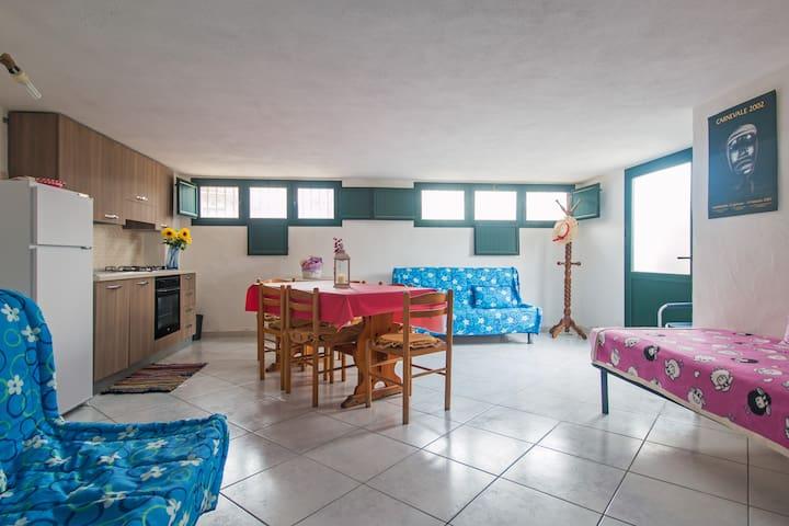 monolocale pratico e confortevole. vicino mare - Tanaunella - Casa