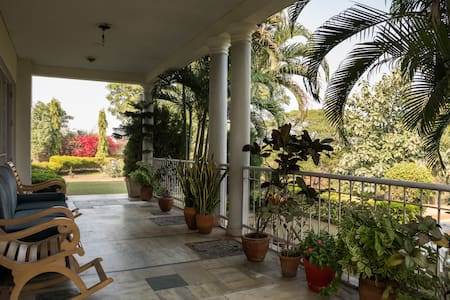 Farm house with massive private green space - Gurgaon - Villa
