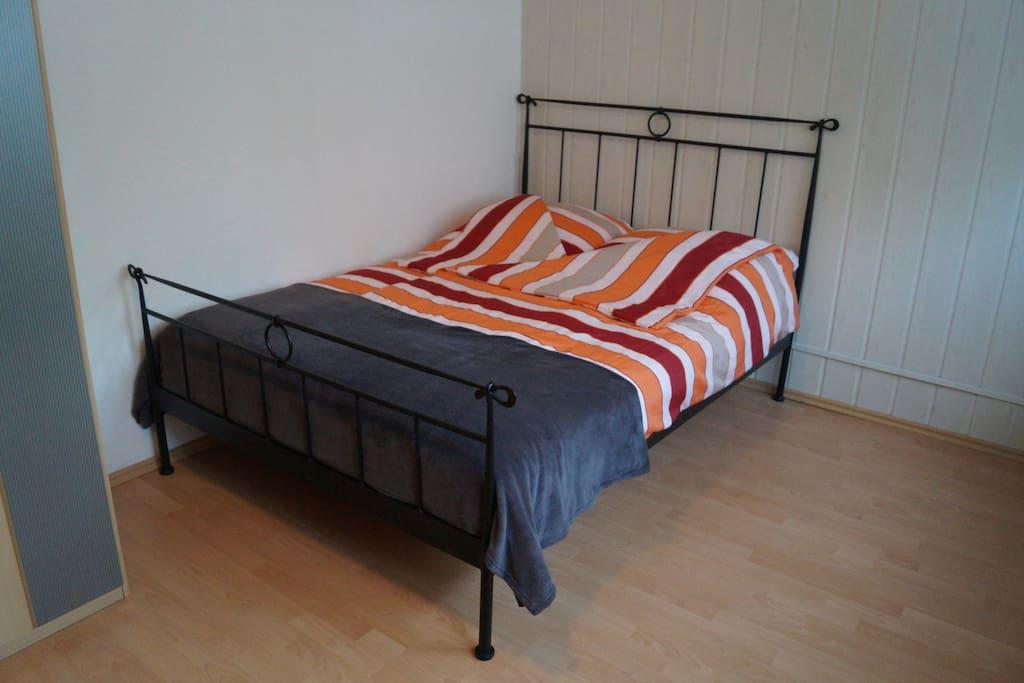 Französisches Bett (140 x 200)