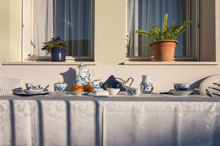 Breakfast in the sun (other part of the balcony)