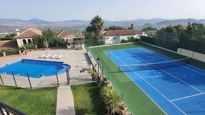 Fab villa, Tennis court, Heated pool, Hot tub, Gym