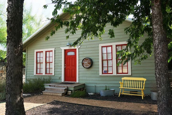 Charming Bungalow IN the Wimberley Square with Hot Tub!