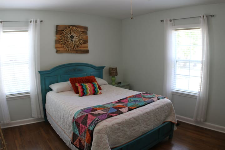 Cozy Private Room in Medical District. - Huntsville - House