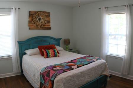 Cozy Private Room in Medical District. - Huntsville - Haus