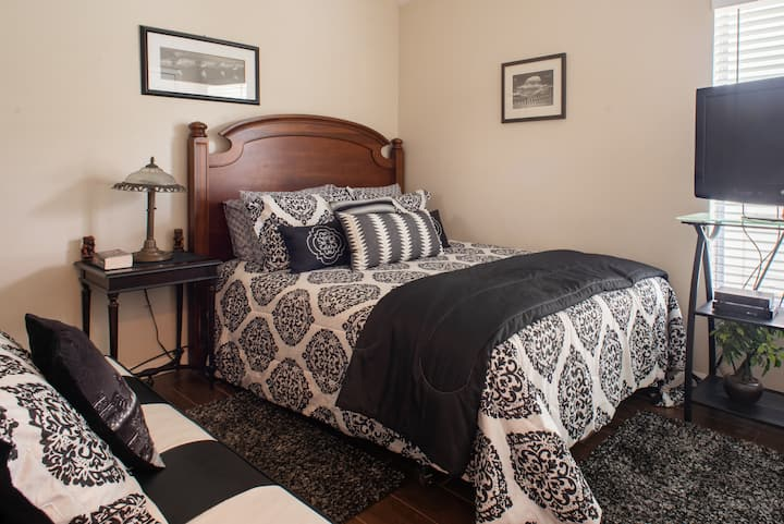 Entire Guest Suite: Private 2 Bdrm/1 Bath