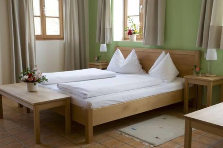 ad vineas Gästehaus Nikolaihof (Mautern an der Donau), Gemütliches Doppelzimmer zur Einzelnutzung