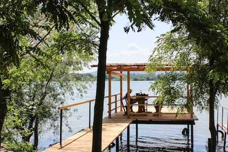 The perfect Danube experience: House & water dock