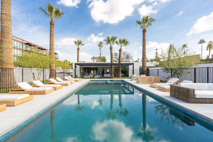 Bella Arcadia Beach Club! 🌵 Private LUX Oasis & Pool! Work from Home! 🌵