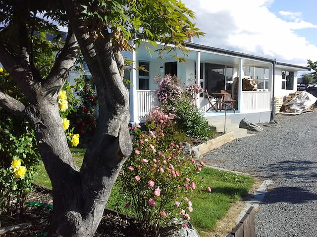 Rose Cottage - Outstanding Location FREE WIFI