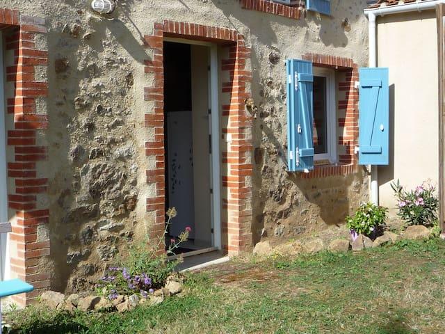 Maison en pierres - Pouzauges - Huis