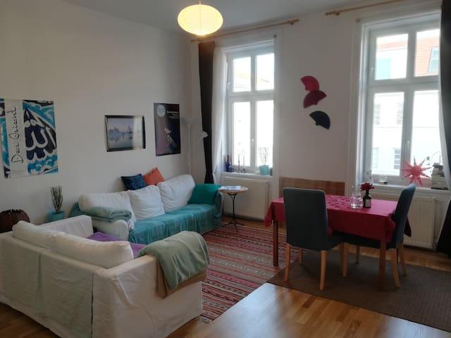 Quiet room near city center, Messe & Danube river