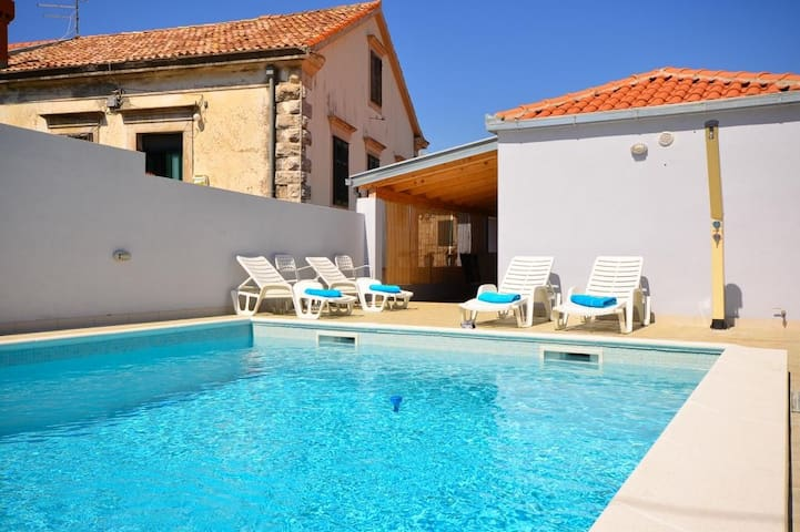 Villa Belmondo- Three Bedroom Villa with Terrace and Private Pool
