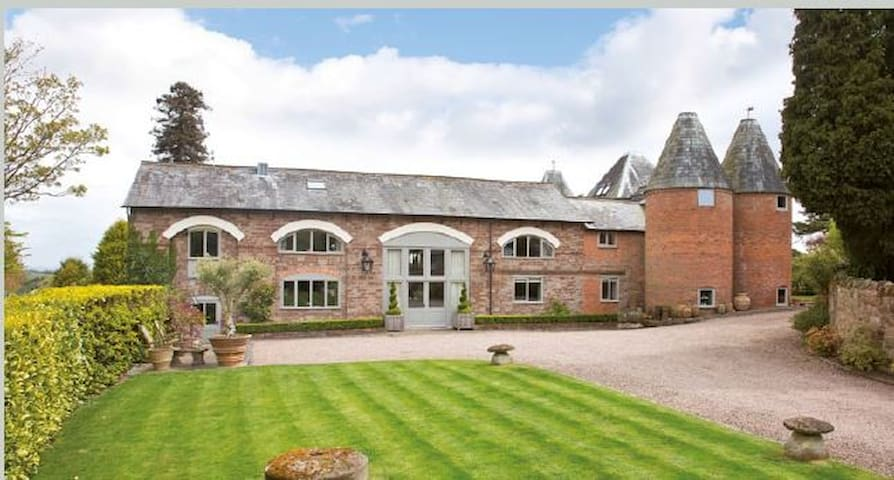 Luxury suite in designer's barn conversion