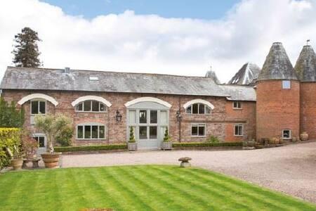 Luxury suite in designer's barn conversion