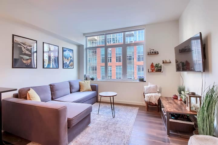 Refined & Sunny 1BR Apt in The Heart of LoDo