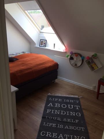 The Cheerful Room - (URL HIDDEN) - Samsø - Apartemen