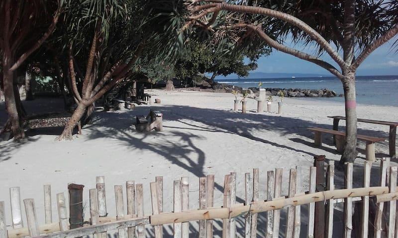 white sand beach guest house - Sabang paya pasir putih - Szoba reggelivel