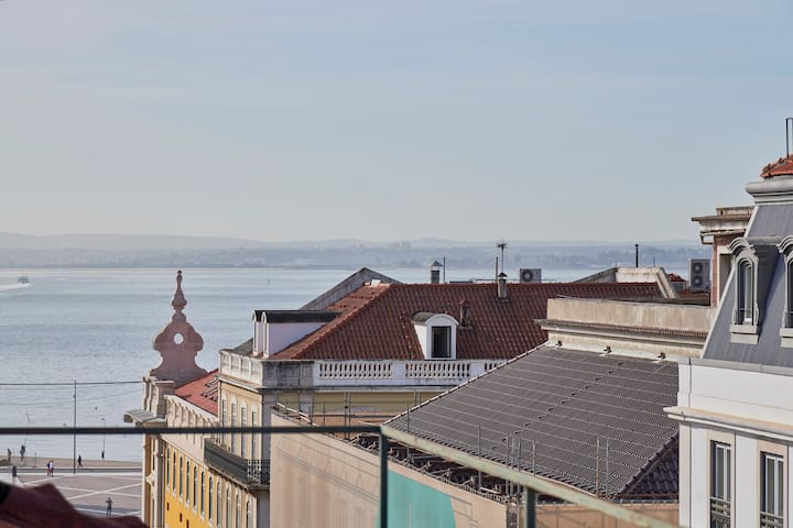 360º Rooftop Lisbon and River View